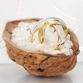 Jégvarázs arany karikagyűrű dióban