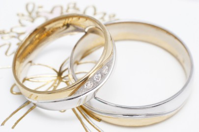Jégvarázs arany karikagyűrű meghívón